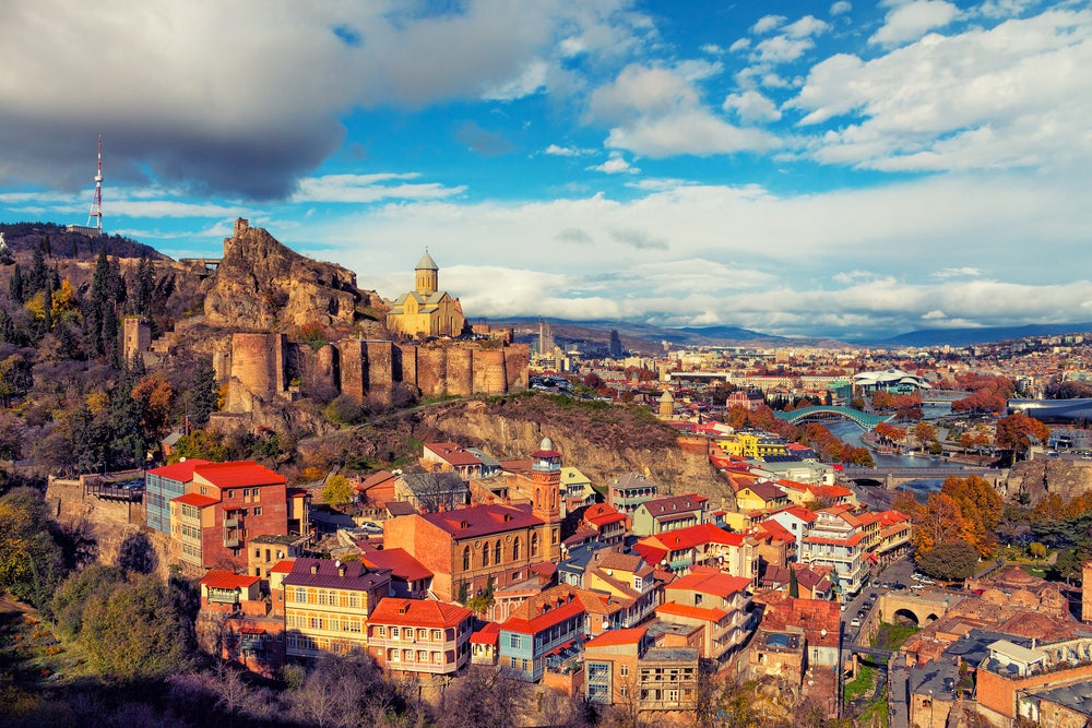 Vista del casco antiguo de Tibilisi en Georgia