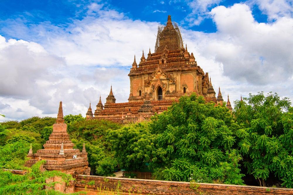Vista de Htilominlo Guphaya, uno de los templos de Bagan más bonitos