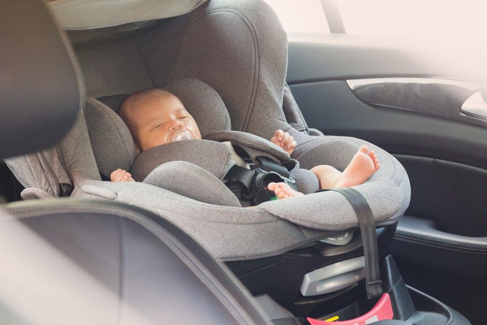 Cosas que necesitas saber para viajar con un recién nacido