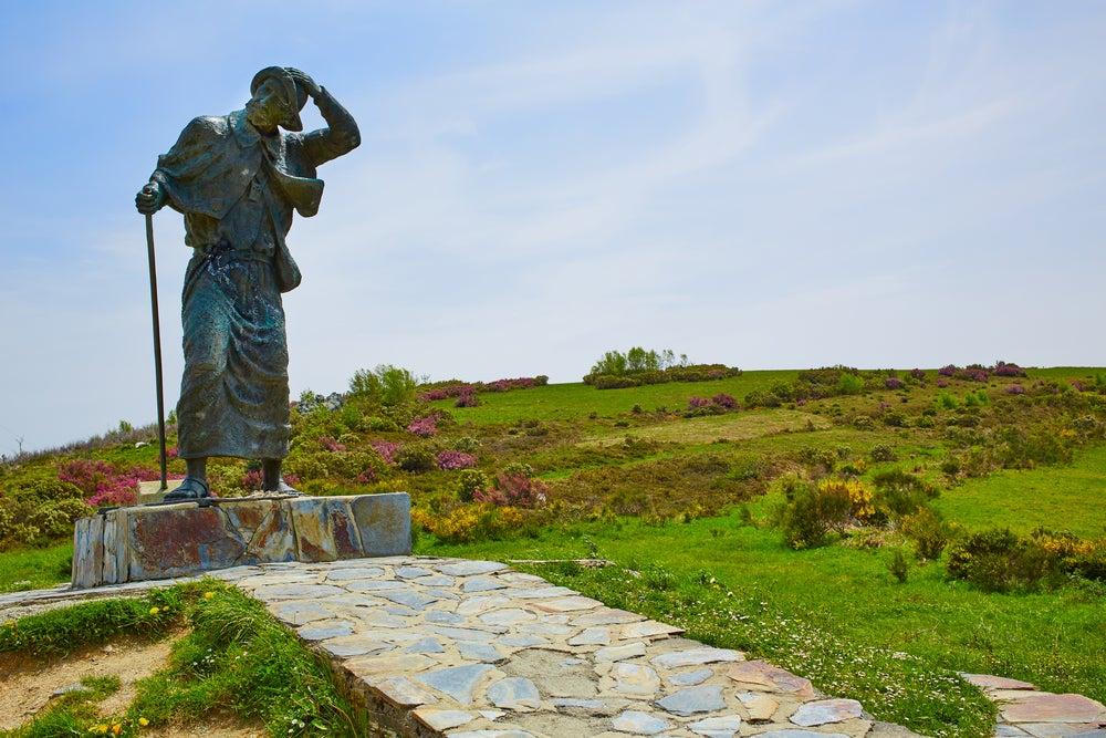 Estatua del santo en el Camino de Santiago