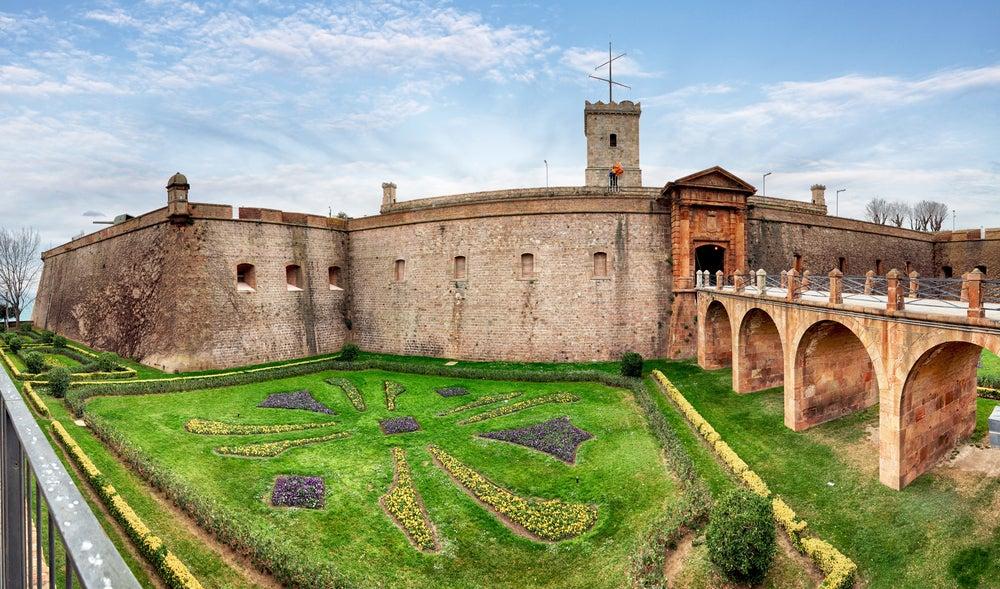 Castillo de Montjuic, uno de loslugares para disfrutar de Barcelona