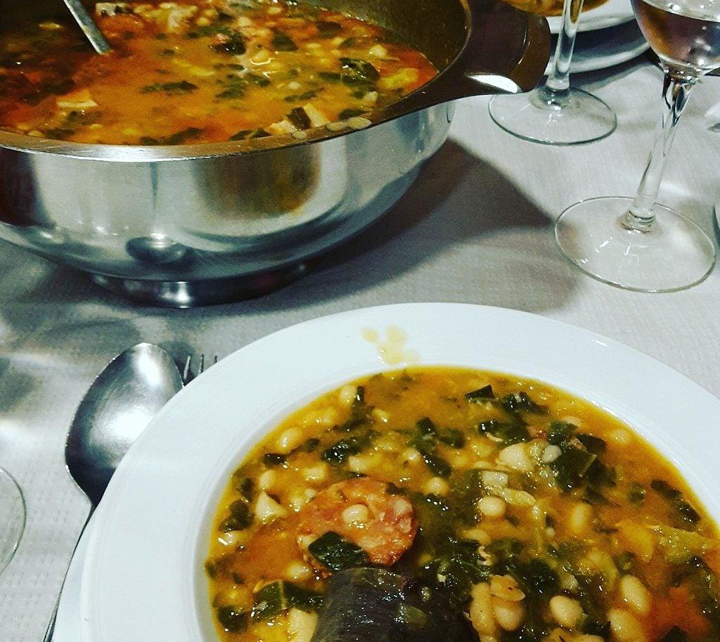 Platos de Cantabria, cocido montañés