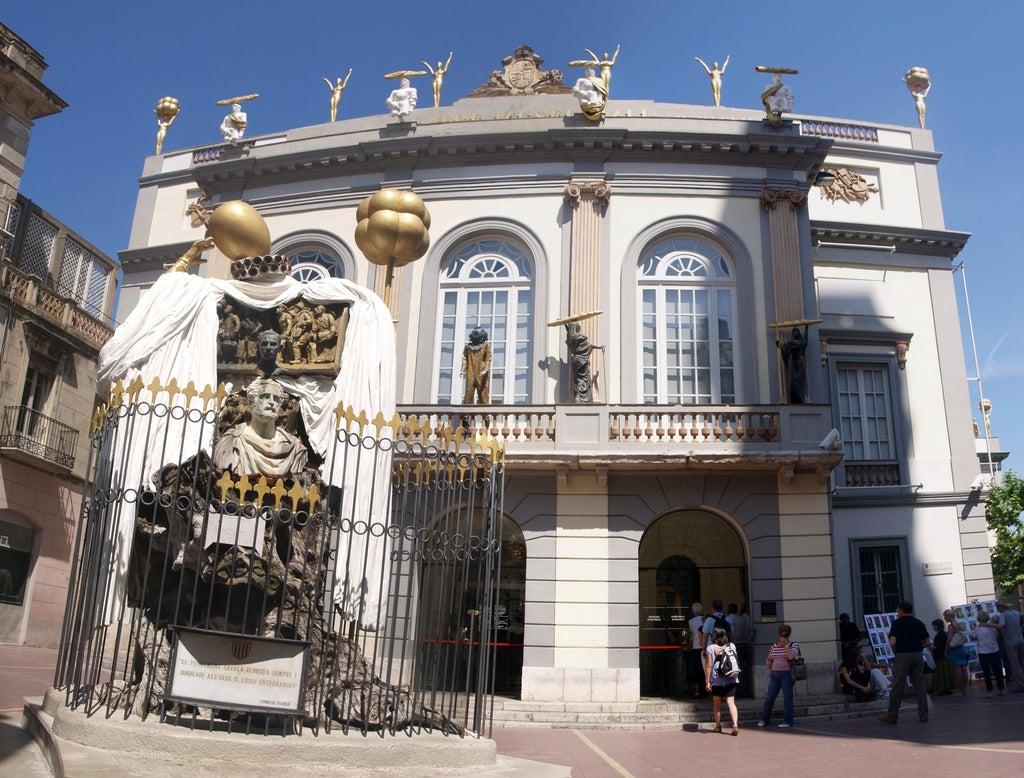 Entrada al Teatro-Museo Dalí