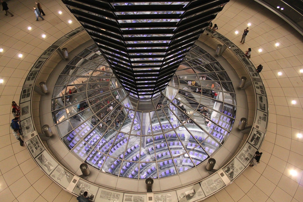 Interior de la cúpula del Parlamento alemán