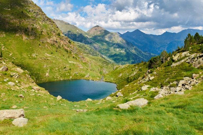 Ruta de senderismo por los tres lagos de Tristaina en Andorra