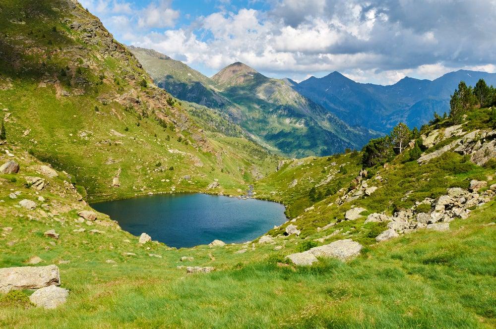 Lagos de Tristaina en Andorra fuera del invierno