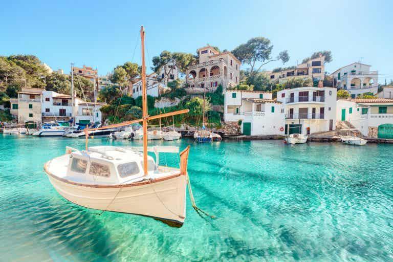 Descubrir la belleza de Ias islas Baleares en barco