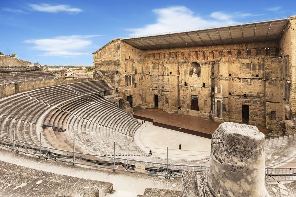 Las partes del teatro romano y ejemplos en España