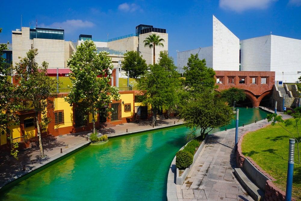 Paseo de Santa Lucía en Monterrey