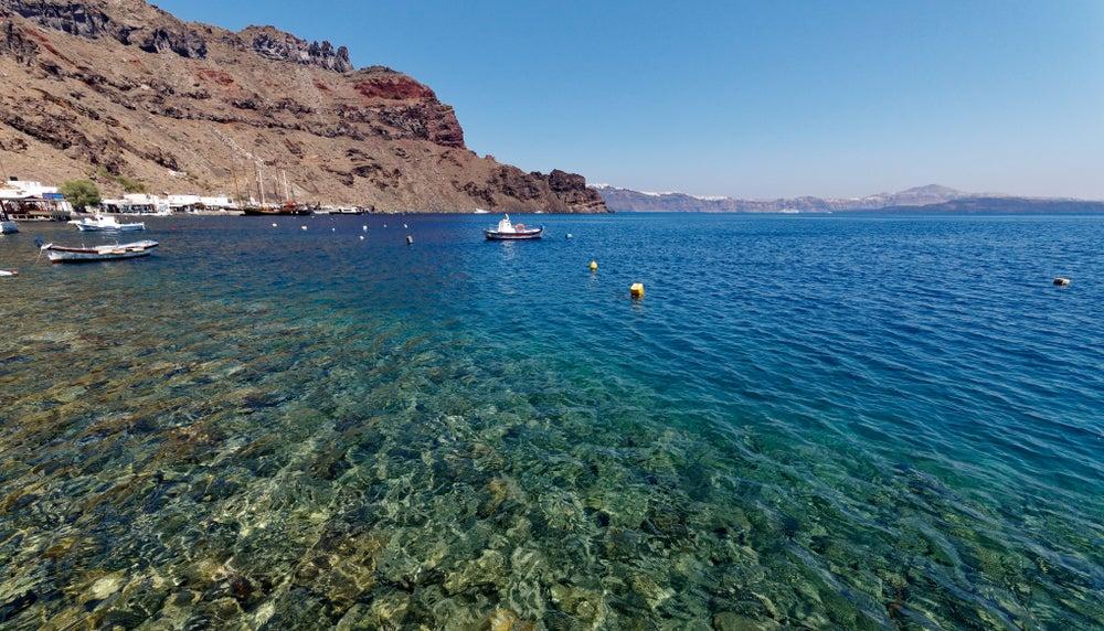 Isla de Thirassia para practicar buceo en Santorini