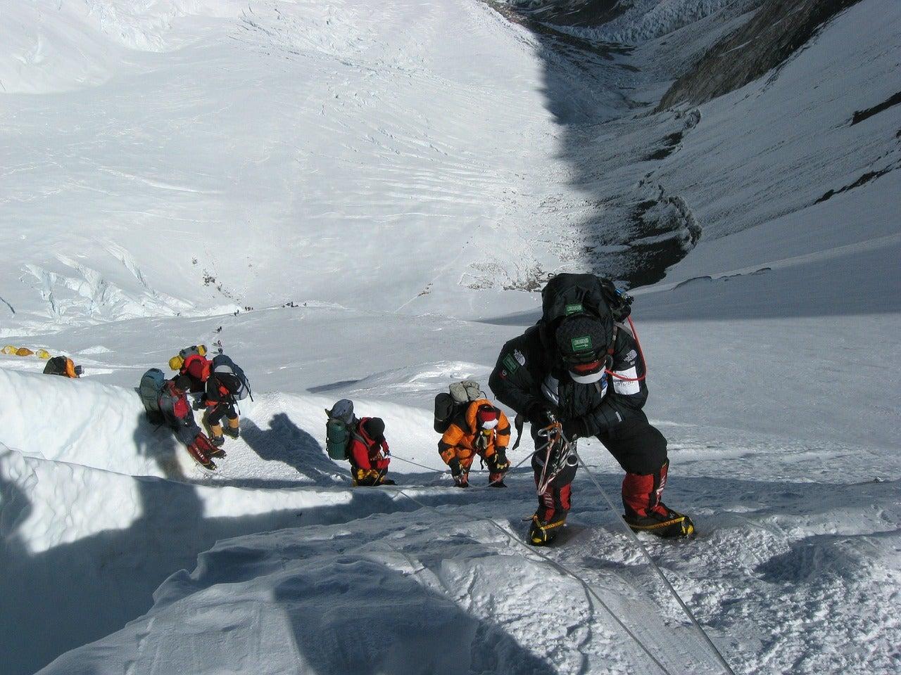 Alpinistas en el Everest