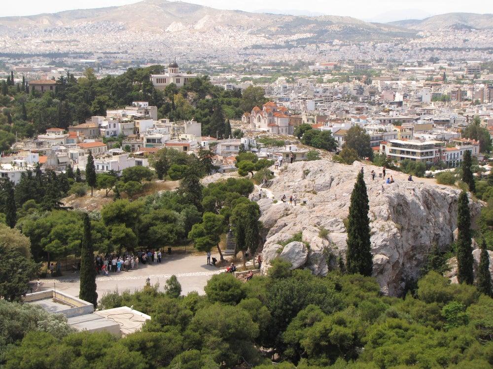Subir al Areópago, una de las cosas que hacer en Atenas