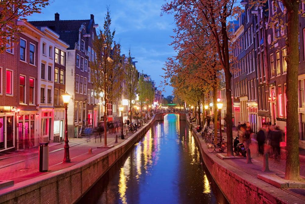 El Barrio Rojo de Ámsterdam: historia y consejos para la visita