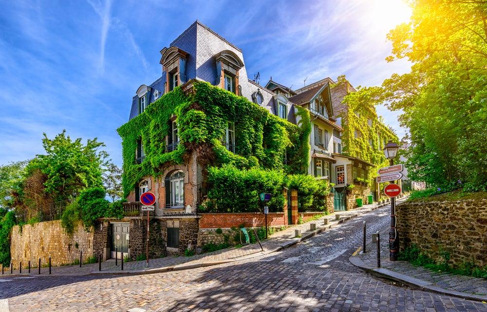 Calle de Montmartre en París