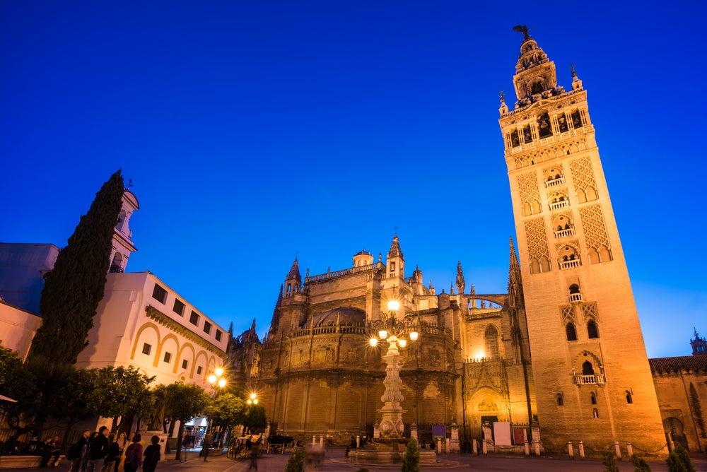 Catedral y Giralda de Sevilla de noche