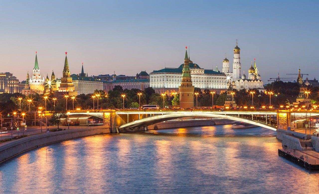 Kremlin de Moscú al anochecer