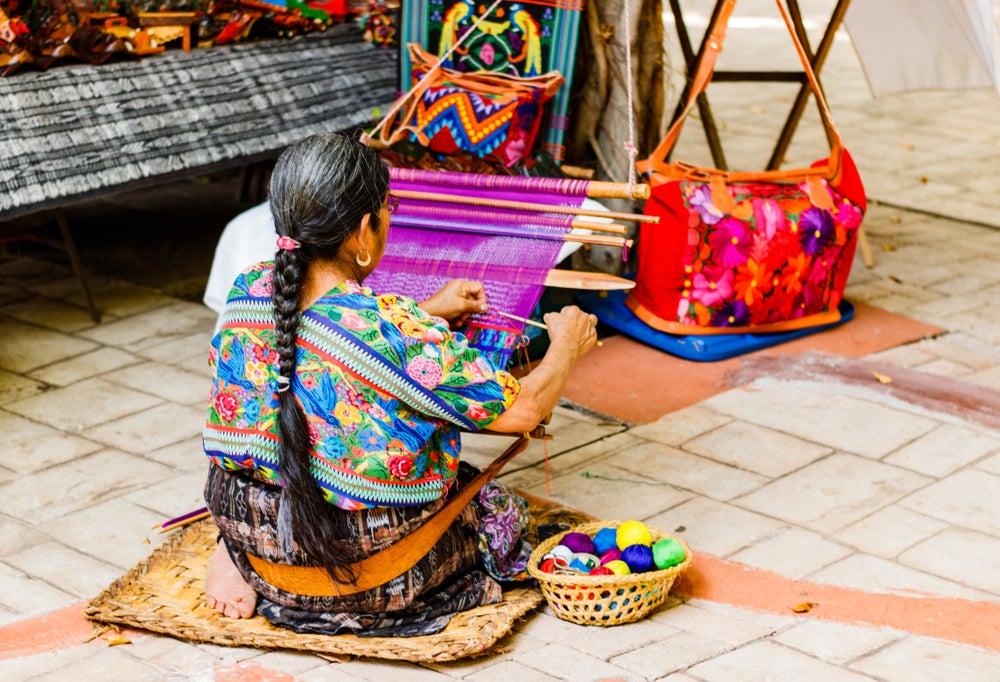 Mujer de Guatemala, entre las personas más bajas