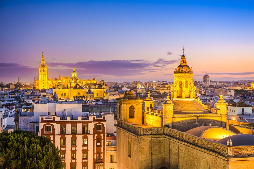 La noche en Sevilla: descubre el embrujo de la ciudad