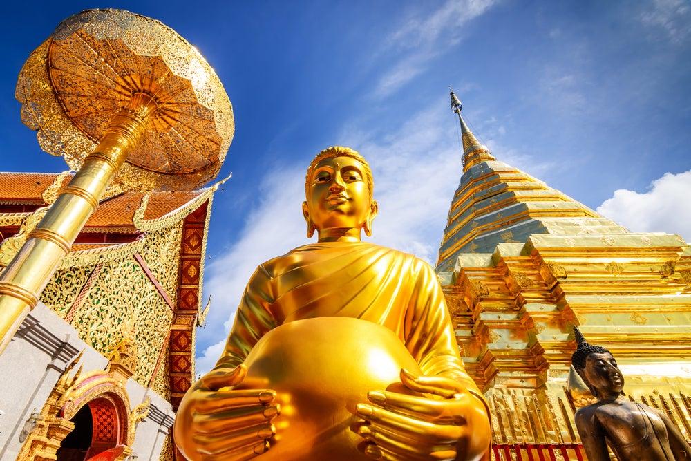 Estatua de Buda en el templo de Doi Suthep