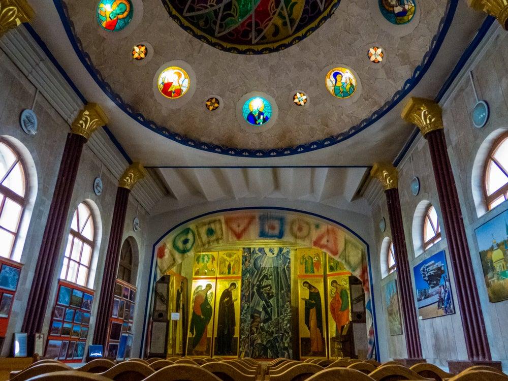 Interior del Templo de todas las Religiones