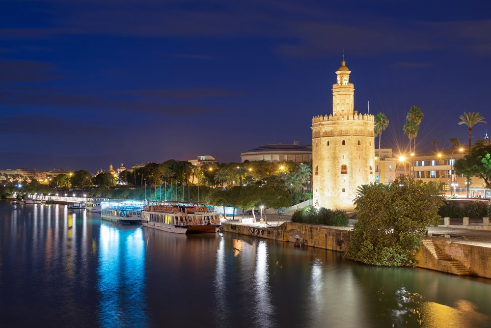 Torre del Oro de Sevilla de noche