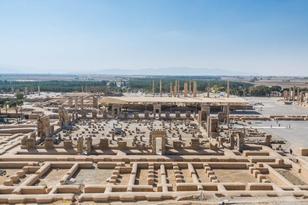 Vista de Persépolis en una de las antiguas carreteras del mundo