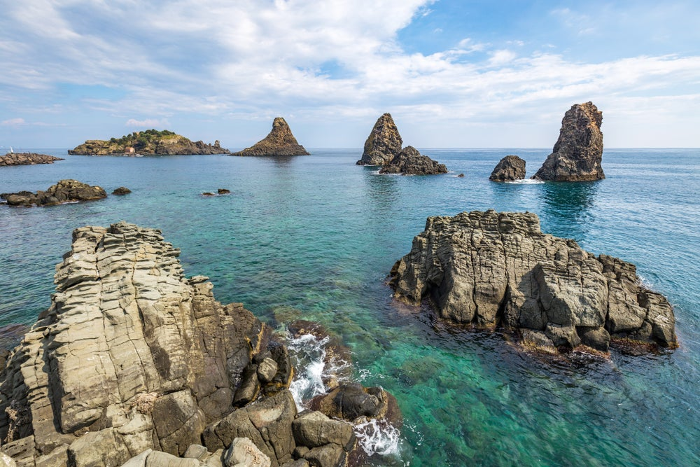 Farallones en Aci Trezza cerca de Catania