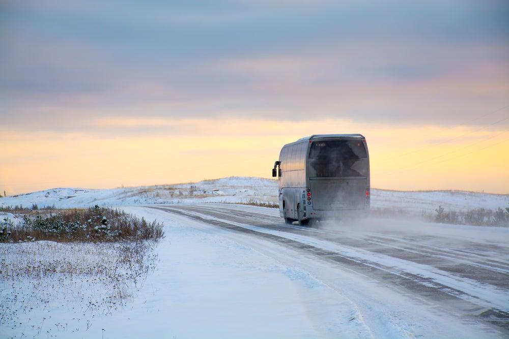 Autobús en una carretera rusa