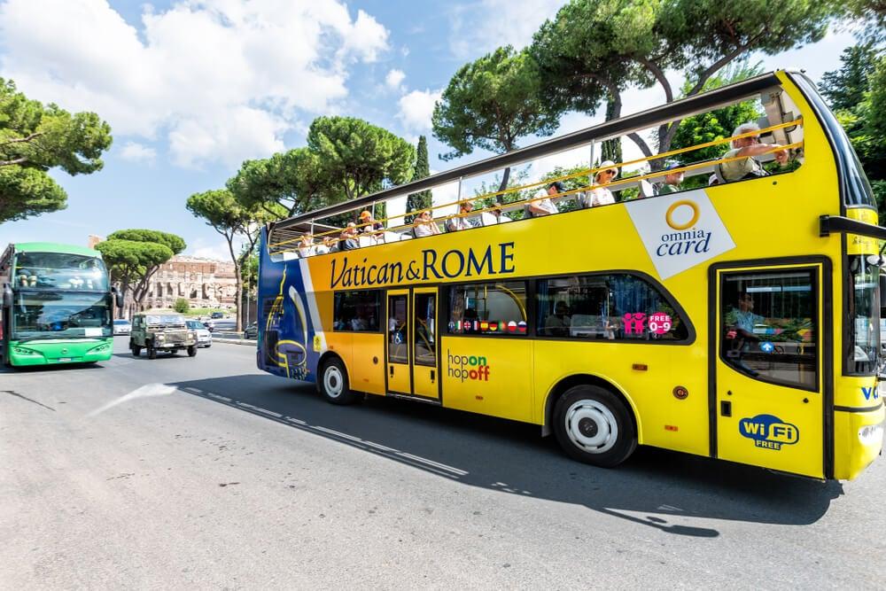 Autobús turístico en Roma