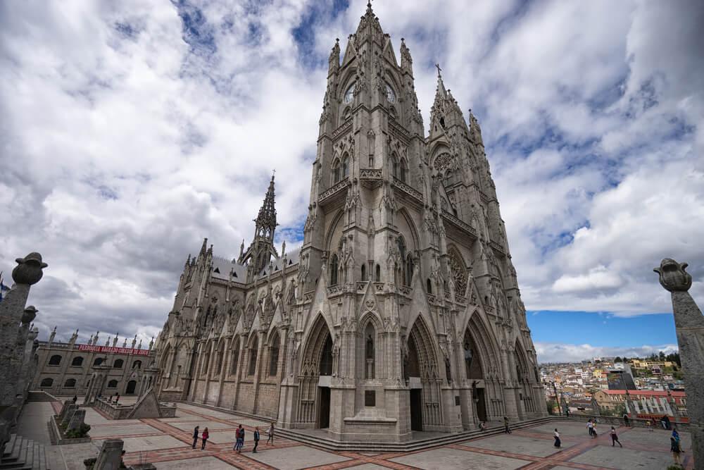 Visitamos la Basílica del Voto Nacional en Quito