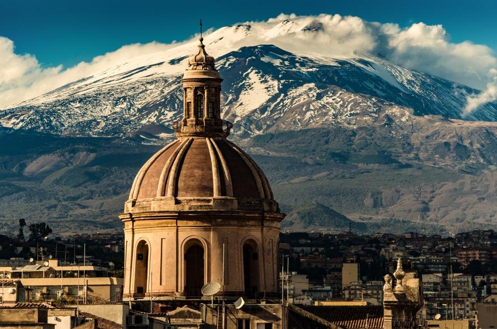 Catedral de Catania y volcán Etna