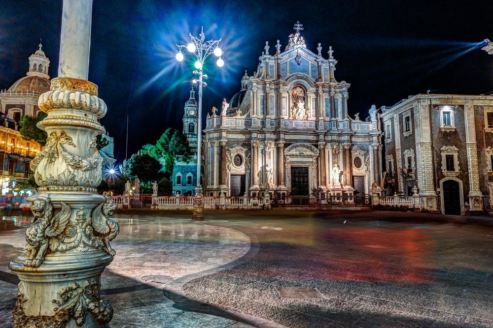 Disfrutar de Catania por la noche: plaza de la Catedral