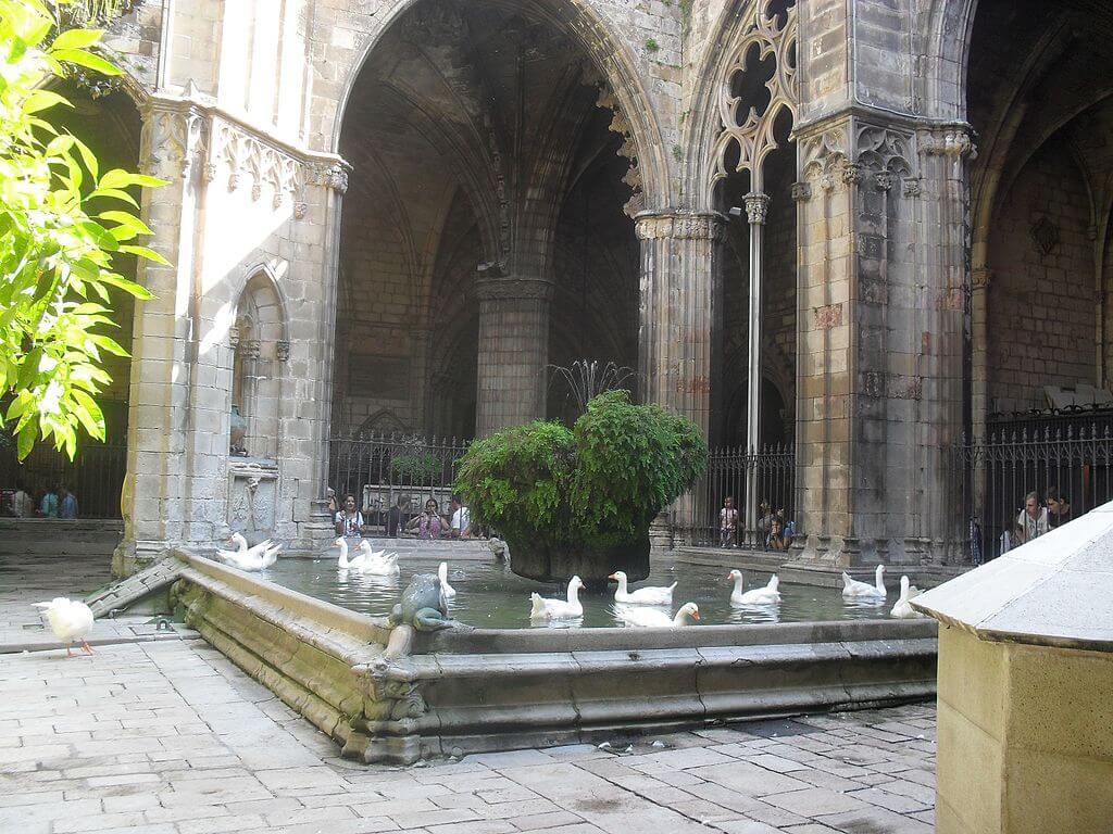 Claustro de la catedral gótica de Barcelona