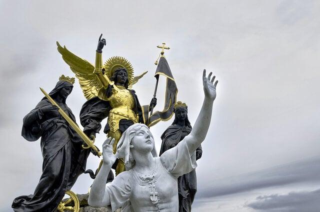 Escultura de Juana de Arco en Domrémy La Pucelle