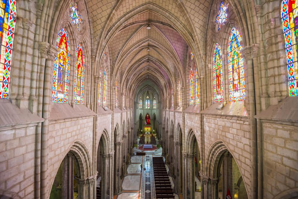 Interior de la Basílica del Voto Nacional