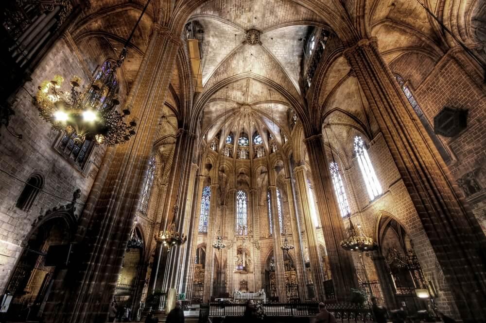 Interior de la catedral gótica de Barcelona