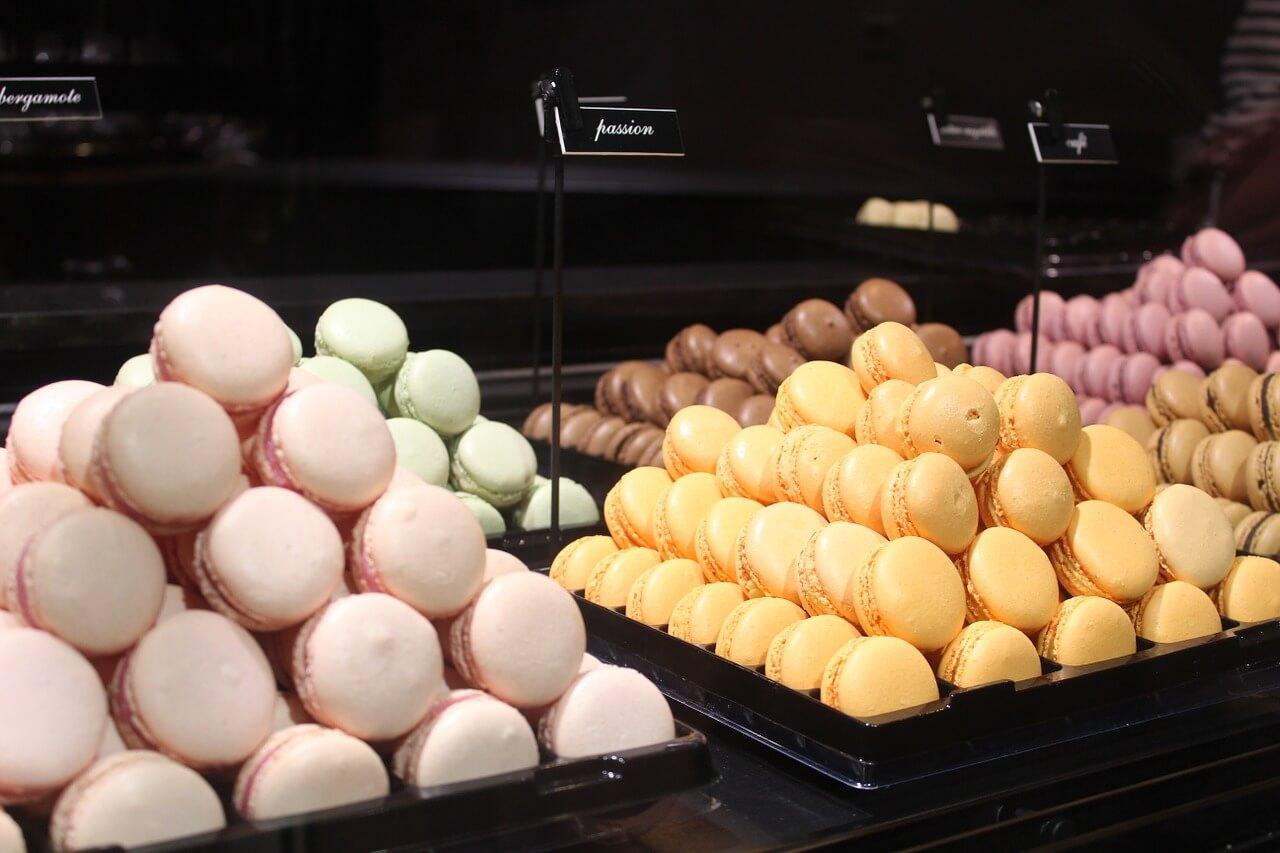 Macarrons en una pastelería de París
