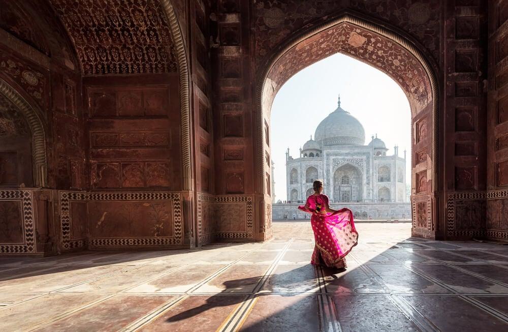Mujer en el Taj Mahal