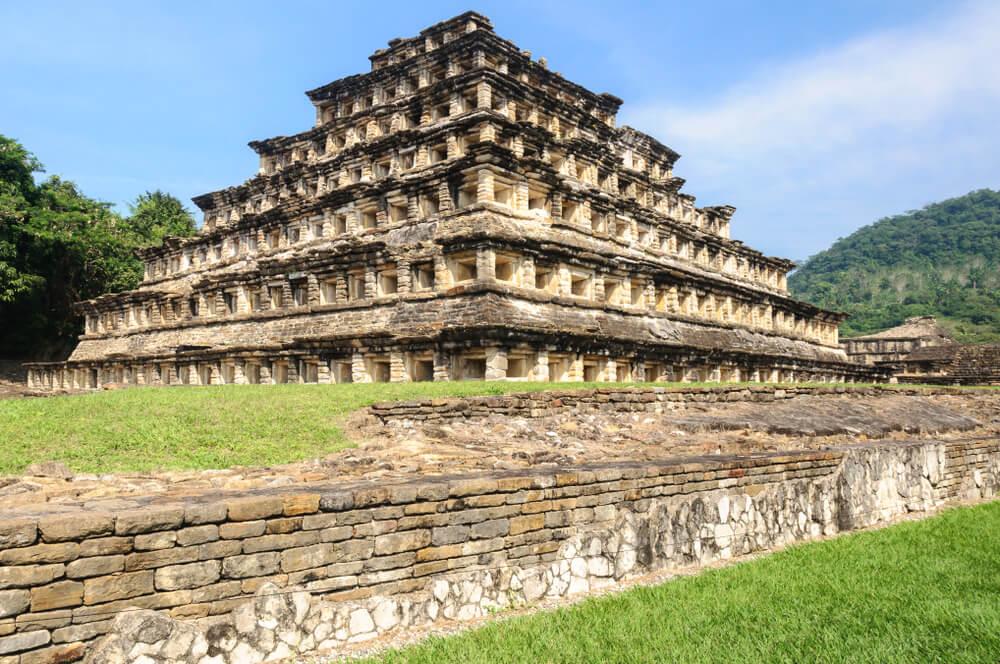 Pirámide de los Nichos en El Tajín