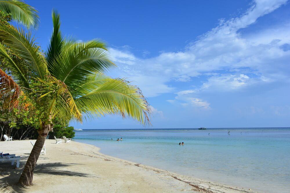 Playa en Utila, Honduras