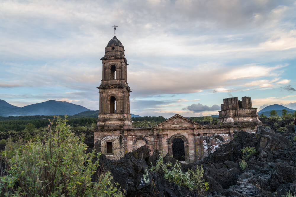 San Juan de Parangaricutiro en el volcán Paricutín