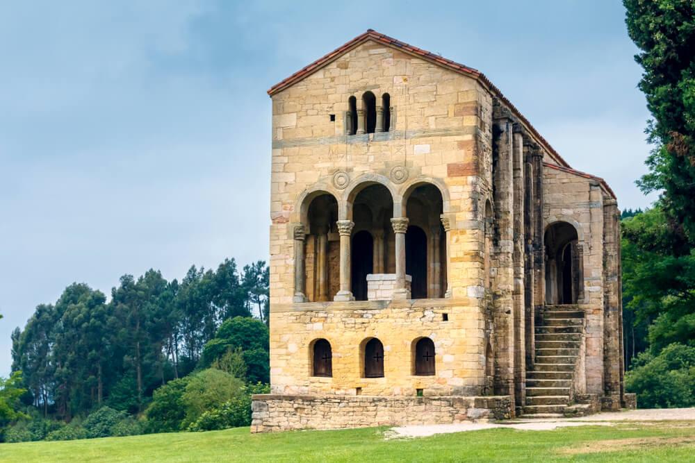 Fachada de Santa María del Naranco