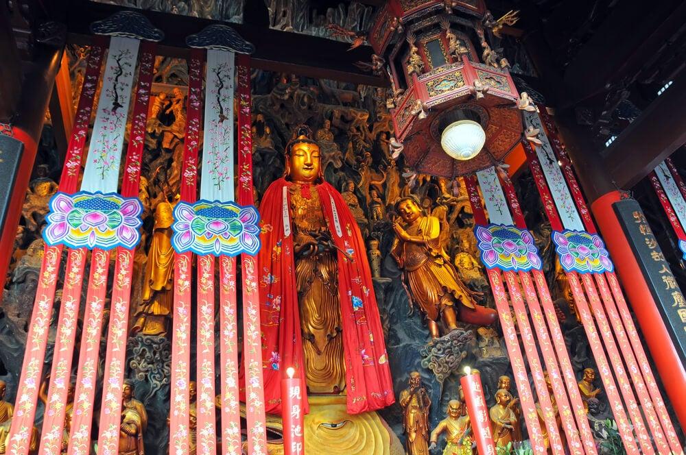 Interior del templo del Buda de Jade