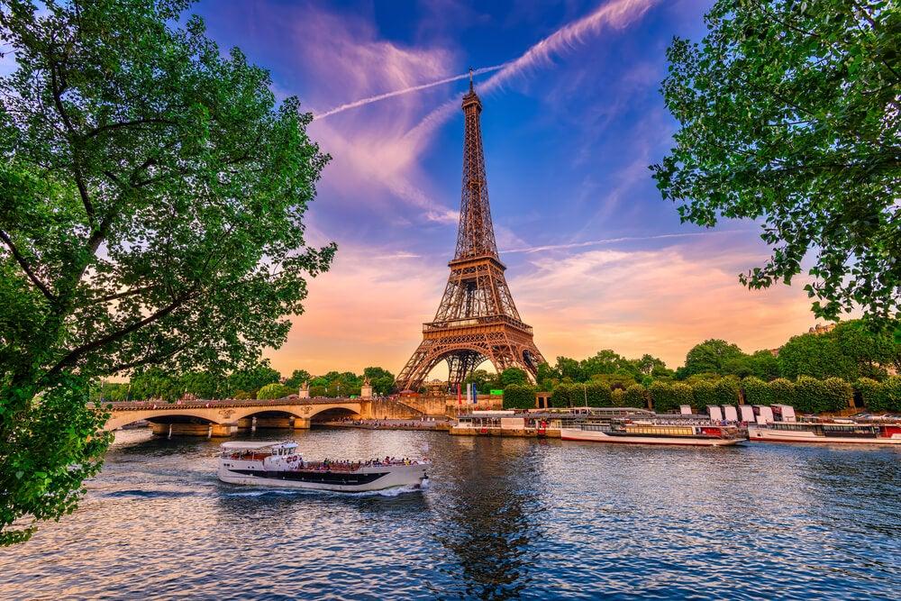 Torre Eiffel y río Sena, uno de los ríos de Europa más conocidos