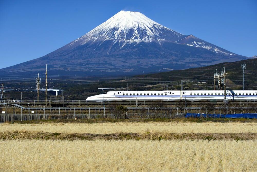 Trenes en Japón: aprende a moverte en ellos
