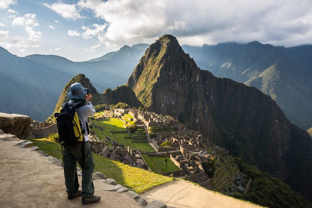 Viajero en Machu Pichu