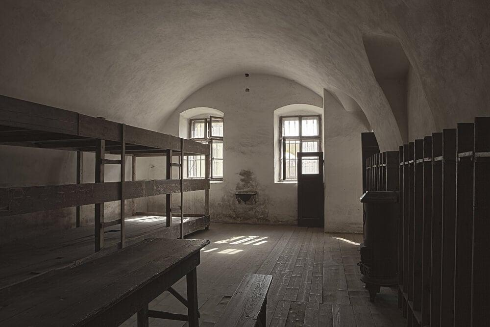 Interior de un barracón del campo de concentración de Terezín