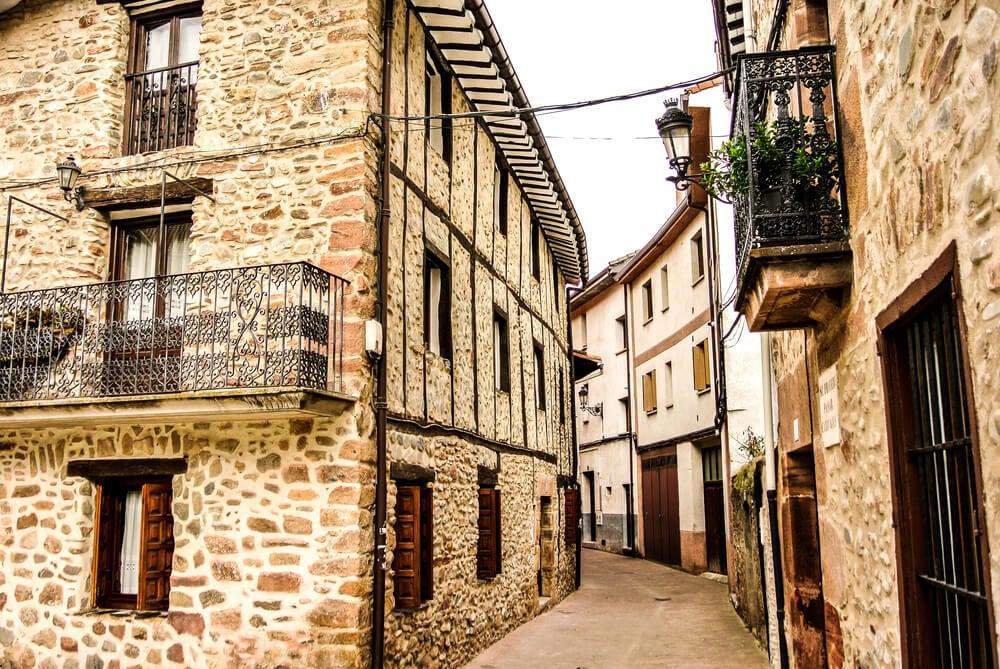 Calle del pueblo de Ezcaray