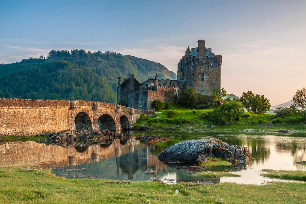 Alquila un coche y conoce los mejores lugares de Escocia
