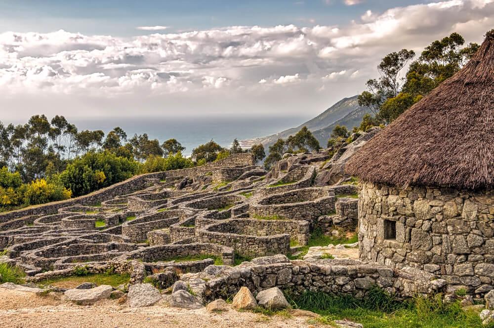 El monte de Santa Tecla, uno de los tesoros de Galicia